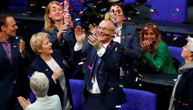 Quốc hội Đức thông qua hôn nhân đồng giới