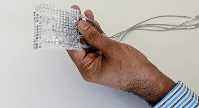Giới khoa học Mỹ tìm ra cách chuyển suy nghĩ vào máy tạo giọng nói