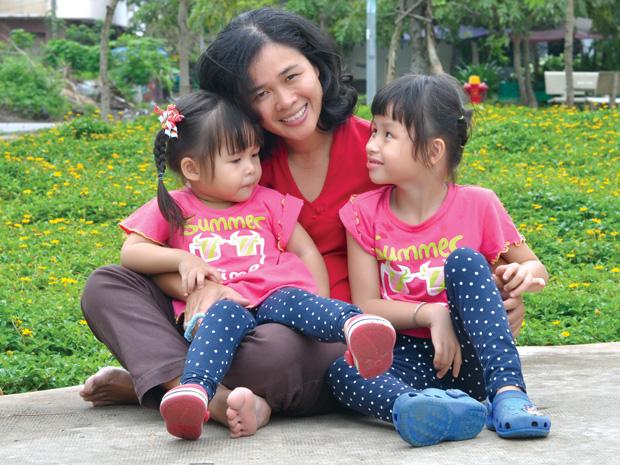 Bé Rơm, mẹ Dương và hội chứng Angelman