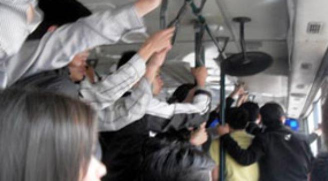 Giật mình những pha gạ tình, 'quấy rối' trên xe buýt