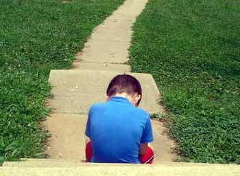 Con tôi chậm nói có phải do tự kỷ?