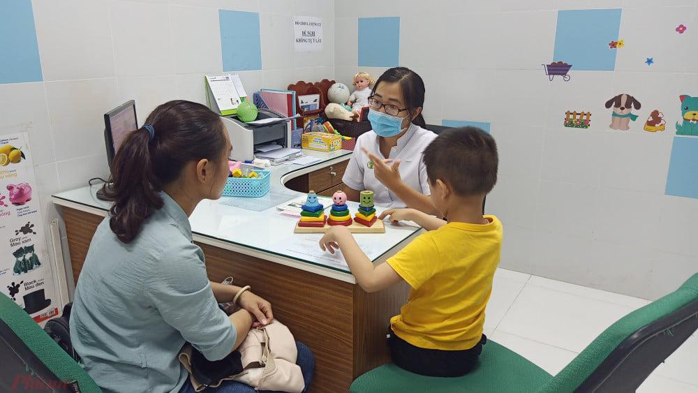 Phát hiện sớm trẻ rối loạn tâm lý khi ở nhà tránh dịch COVID-19