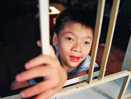 Có nên đưa trẻ xuất ngoại chữa tự kỷ?