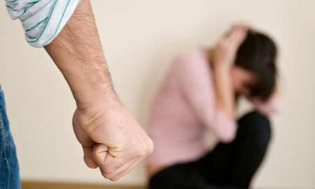 Hơn 50% phụ nữ chấp nhận cho chồng bạo hành
