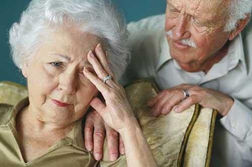 Mắc chứng hoang tưởng, cụ già nghi chồng cặp bồ với hàng xóm