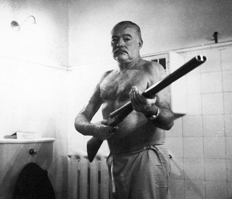 Tiết lộ sốc về nhà văn thiên tài Hemingway
