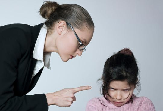 8 cách ứng xử sai lầm của cha mẹ khi dạy dỗ con