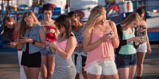Mất điện thoại, giới trẻ sợ hãi như lạc cha mẹ