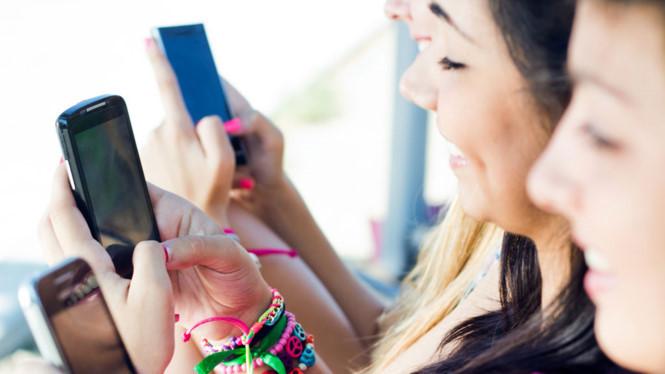 Tác hại của việc sử dụng điện thoại về đêm