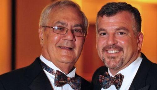 Chính trị gia Mỹ đầu tiên kết hôn đồng tính