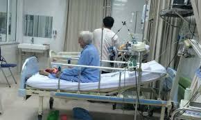 Ra nước ngoài chữa bệnh vì bác sĩ Việt Nam... chán quá