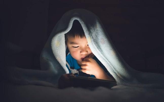 Thói quen của nhiều cha mẹ khiến trẻ bị rối loạn giấc ngủ từ rất sớm