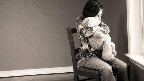 Trẻ em gái và mối đe dọa trầm cảm