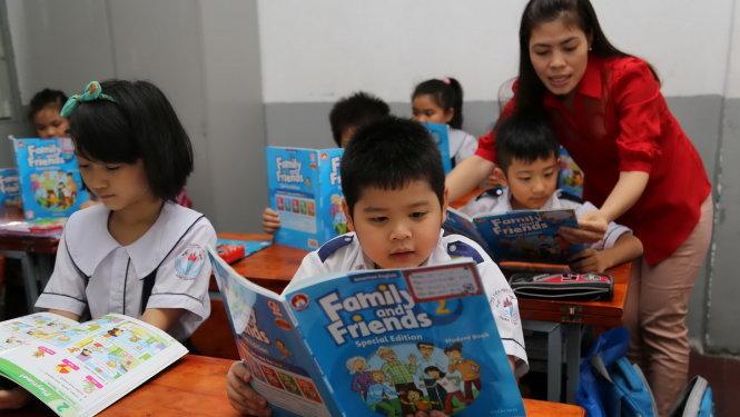 Trẻ chưa biết chữ, có nên cho học ngoại ngữ?