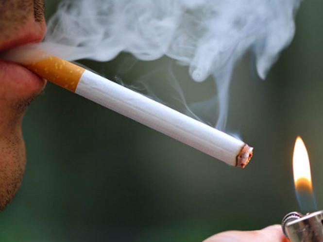 Hút thuốc lá tăng nguy cơ phẫu thuật cột sống