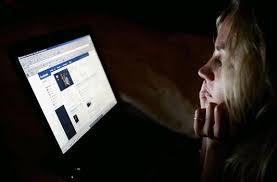 Rối loạn ăn uống vì vào facebook