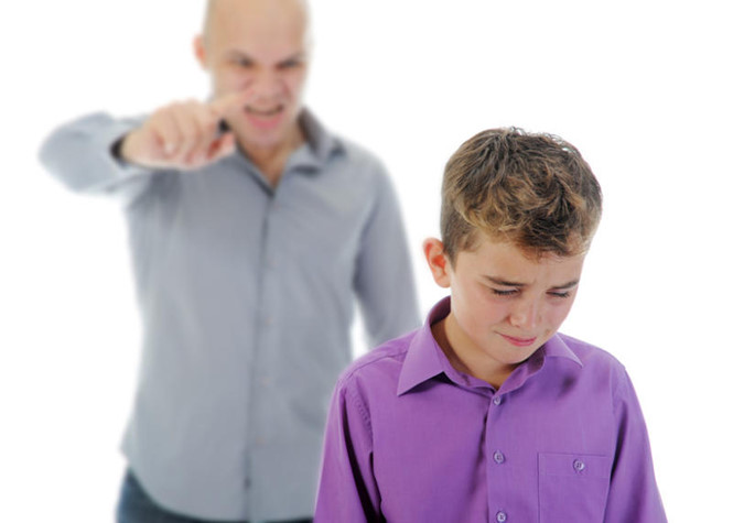 Cha mẹ từng bị ngược đãi có xu hướng 'làm khó' con cái?