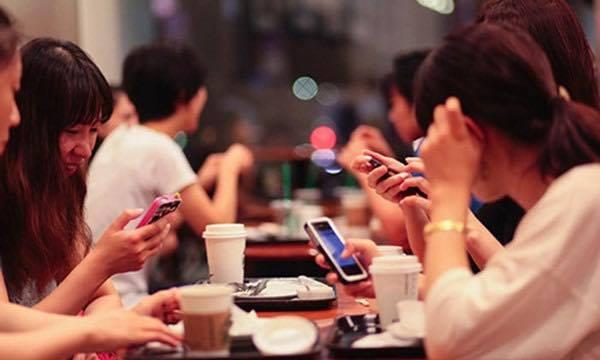 Có hay không trầm cảm vì nghiện điện thoại, mạng xã hội?