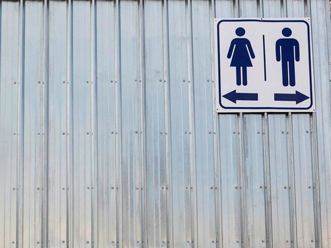 Tranh cãi: Người chuyển giới sử dụng nhà vệ sinh nam hay nữ?