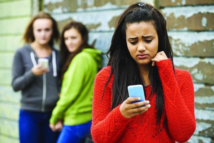 Bắt nạt trên mạng xã hội xâm nhập học đường