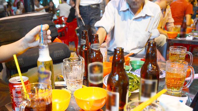 Những hệ luỵ từ việc gần 60% gia đình Việt dùng rượu bia thường xuyên