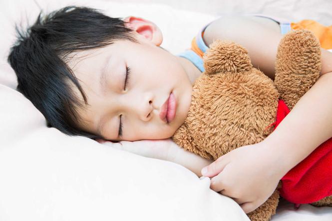 Trẻ ngủ ít dễ bị thừa cân và béo phì